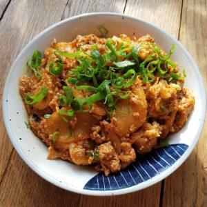 Rice cakes à l'huile pimentée, au porc et au tofu